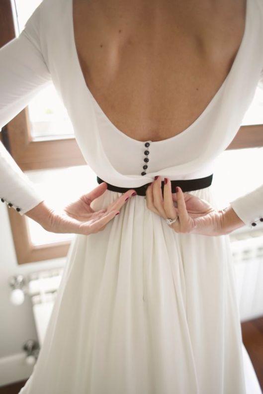 detalles-negros-en-el-vestido-de-novia