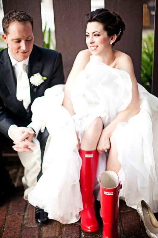 novia-con-botas-de-agua