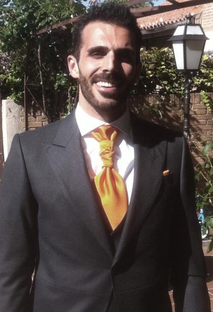 roberto-nudo-de-corbata