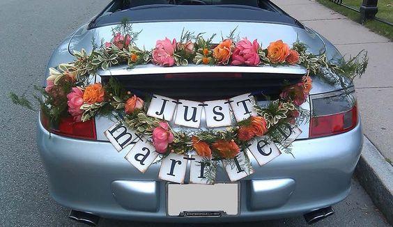 decoracin de coche de boda con letras y flores visto en pinterest