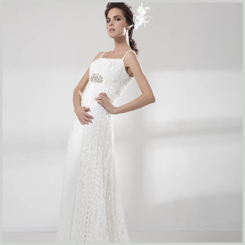 684ad76c4b Vestido de novia en crochet de venta outlet Innovias desde 350 euros ideal  para una boda estilo hippie.