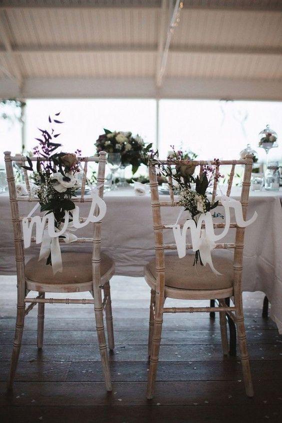 C mo decorar las sillas de la boda innovias for Sillas para novios