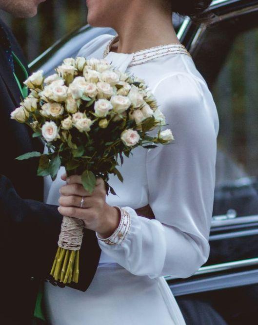 d4a0e0f9 Sencillo y elegante ramo de novia de otoño con rosas ramificadas de  Pinterest