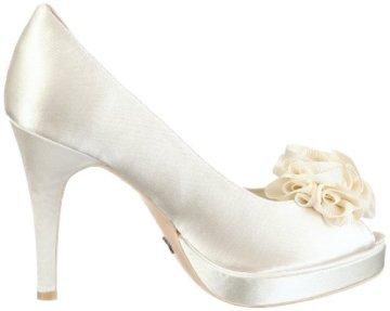 7dbbb4d2 Estos zapatos de novia de Menbur de venta en Innovias te resultarán  comodísimos y su precio de 45 euros, mucho más