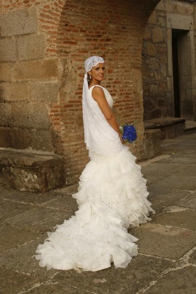 Vestidos de novia con mantilla en la cabeza