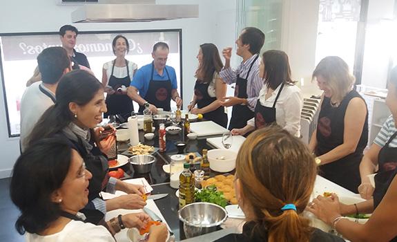 Despedidas de soltera innovias - Curso de cocina madrid principiantes ...