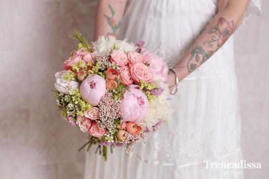 55dfb57b63 Precioso ramo de novia con mezcla de ranúnculos