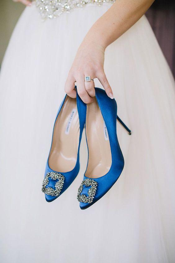 Zapato azul de novia aquí visto ZrqSZxY