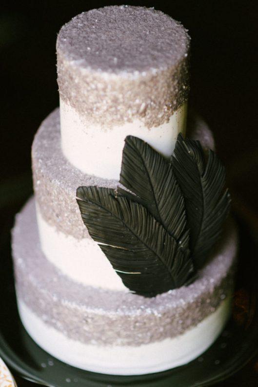 Glitter plateado en la tarta. Foto: Rustic White Photography