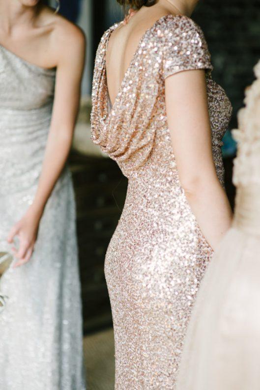 Dama de honor en tono glitter. Foto: Marissa Moss