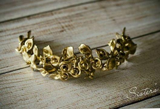 Tocado de novia en color oro viejo a la medida ideal para el peinado de Innovias