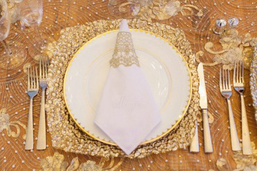 Tendencia glitter en la mesa. Foto: Heather Waraksa