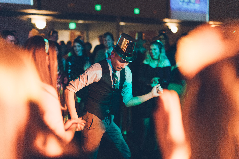 Foto del novio bailando de Ben Konfrst