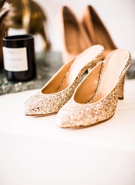 Zapato de novia glitter. Foto de Charisse Kenion