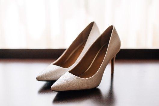 Zapatos tipo salón con altura media. Foto de Emily Gouker