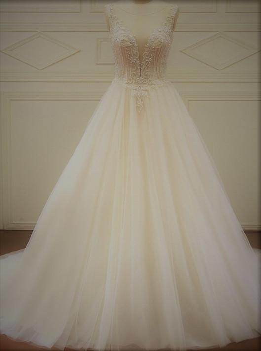 El vestido de novia Inara con su falda de tul princesa y el cuerpo bordado es el más buscado por las novias Innovias del 2019.