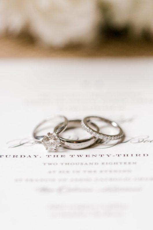 Foto de anillos de Laura Caraway Photography