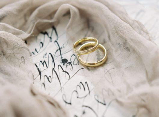 Alianzas de boda. Foto de Lilly Kad Photography