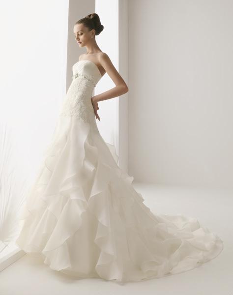 Vestido de novia Valladolid confeccionado por el Grupo Rosa Clará para Innovias de venta outlet.