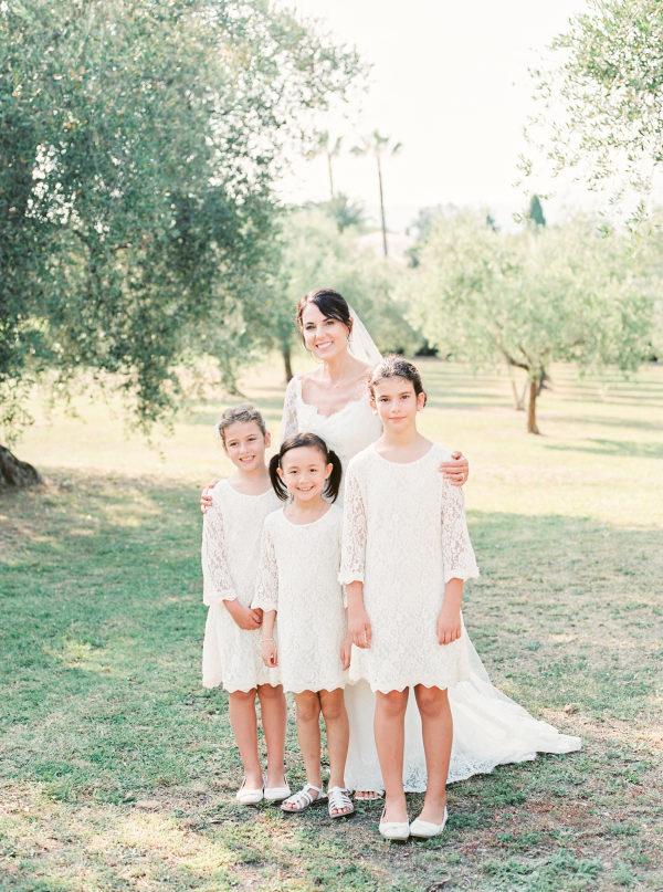 Damitas de boda con la novia. Foto: Gert Huygaerts Photography