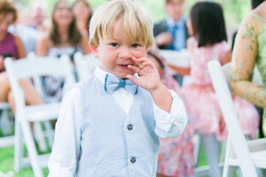 Niño en la boda. Foto: Leah Vis Photography