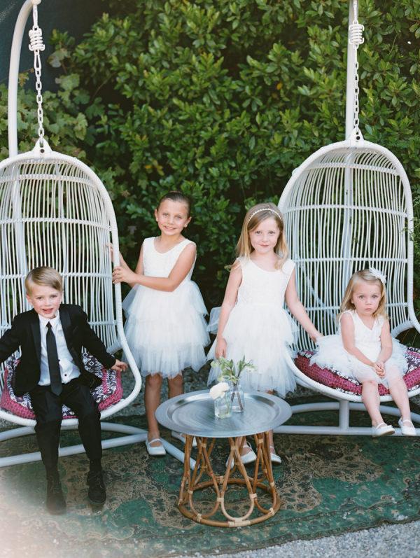 Niños tras la ceremonia. Foto: Carmen Santorelli Photography