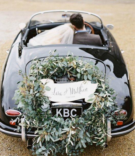 Coche decorado con olivo y eucalipto. Foto: Paula Ohara