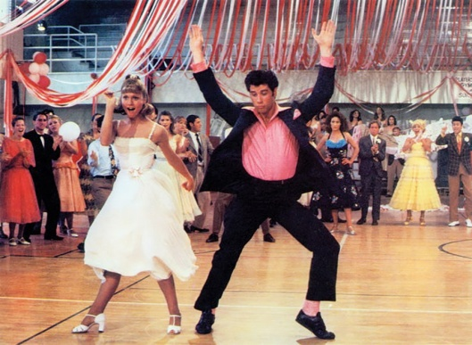 Baile del instituto en 'Grease'.