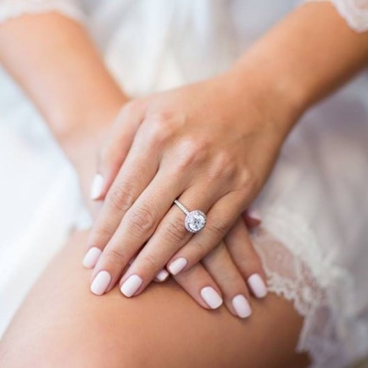 Manicura de novia. Foto: Instagram Lisa's Nails