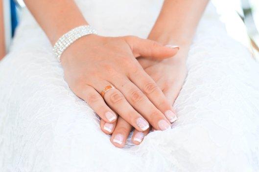 Manicura con uñas largas de novia. Foto: Elena Taranenko