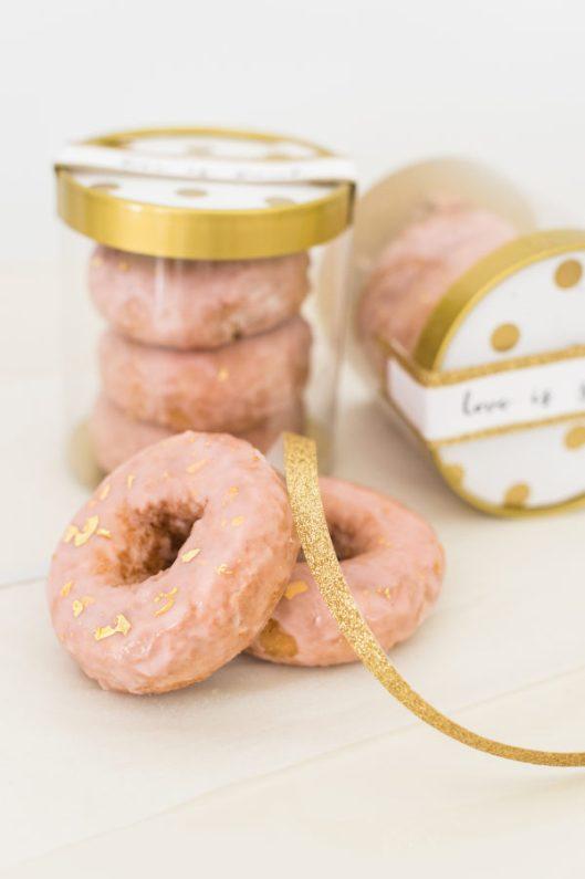 Detalle de boda para los invitados: donuts. Foto:  Leila Brewster