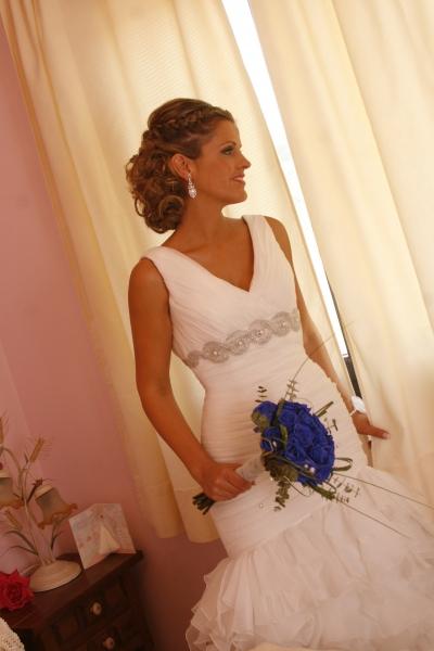 Novia Innovias Sonia con corona trenzada de novia