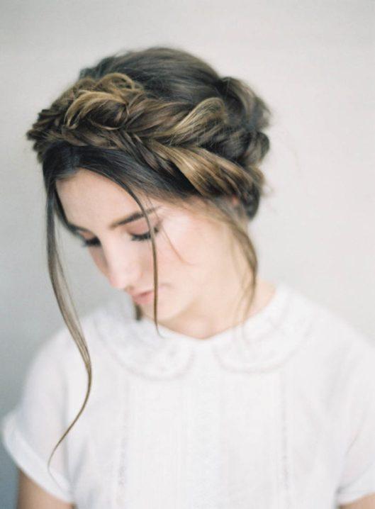 Novia con flequillo largo y mechones sueltos. Foto: Jen Huang Photography