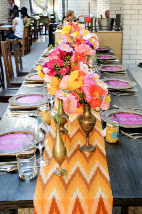 Mesa decorada al estilo marroquí. Foto: Ale & Kim Photography
