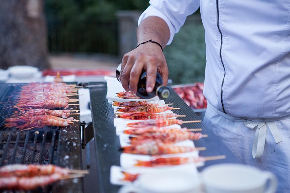 Cocinero cocinando en directo. Foto: Basilisco Studio