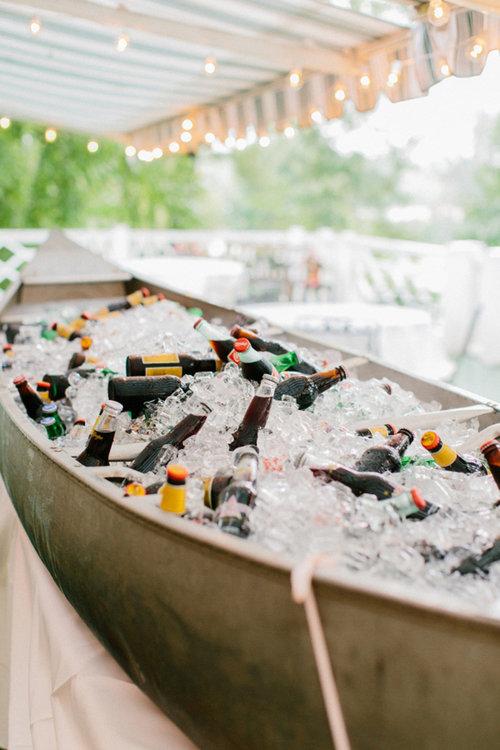 Bañera de cervezas y refrescos. Foto: Josh Gooden Cinematography