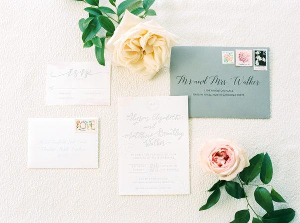 Invitaciones boda clásicas. Foto: Perry Vaile Photography