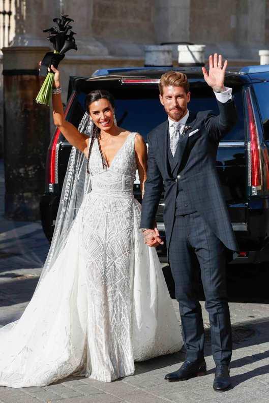 Pilar Rubio y Sergio Ramos a la salida de la iglesia.