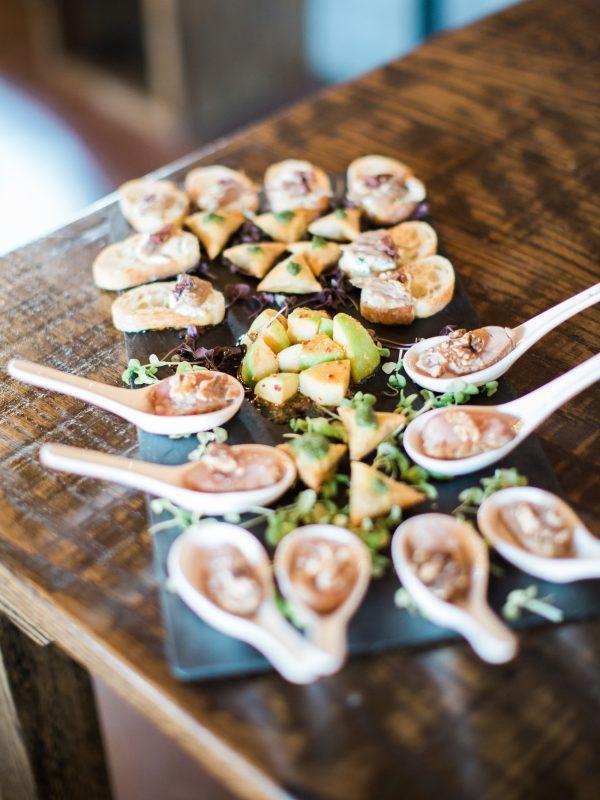 Delicias al centro de las mesas. Foto: Simply Sarah Photography