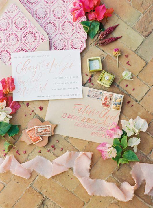 Invitaciones de boda marroquíes. Foto: Sophie Epton Photography