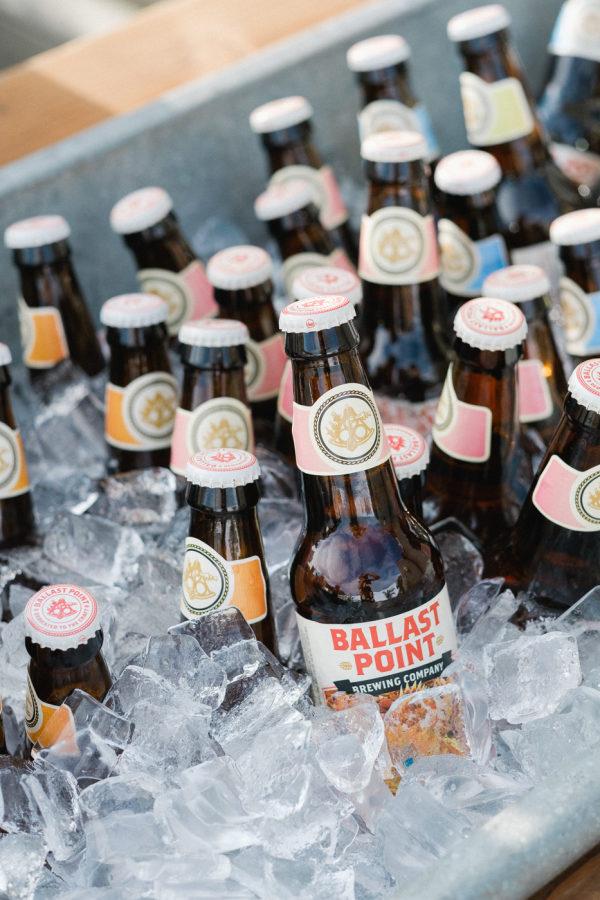 Cervezas para el cóctel. Foto: Taylor Abeel Photography