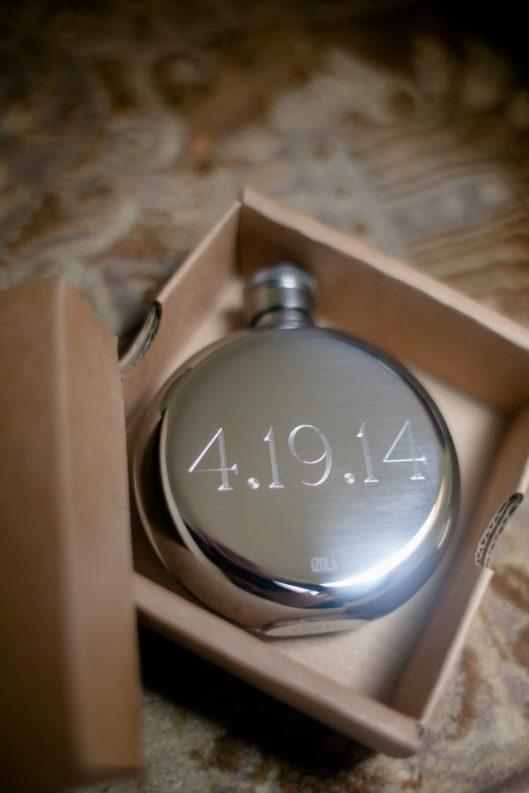 Reloj como detalle de boda. Foto: The Nichols