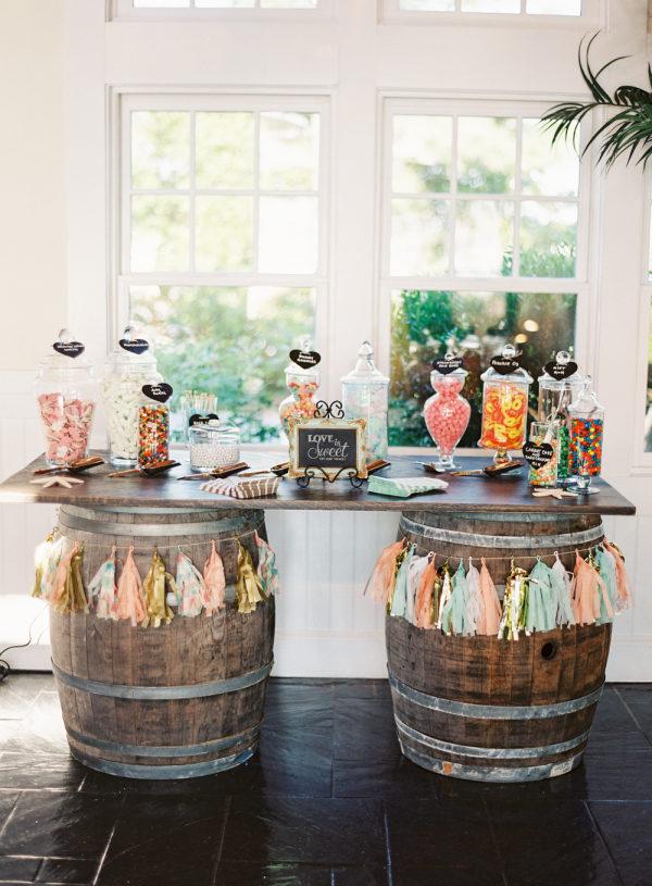 Mesa de dulces en una boda. Foto: Vicki Grafton Photography